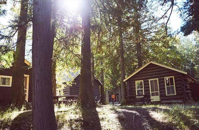 Apgar Village Lodge Amp Cabins Stay Inside Glacier National