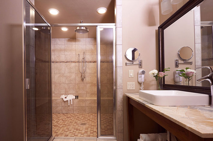 Luxurious and spacious rainshower bathroom with modern fixtures